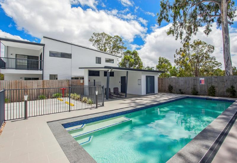 MODERN 4 BEDROOM TOWNHOUSE IN CENTRAL HELENSVALE