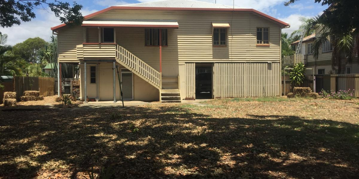 This large Queenslander style home boasts 4 bedroom &  Fully Furnished for $390