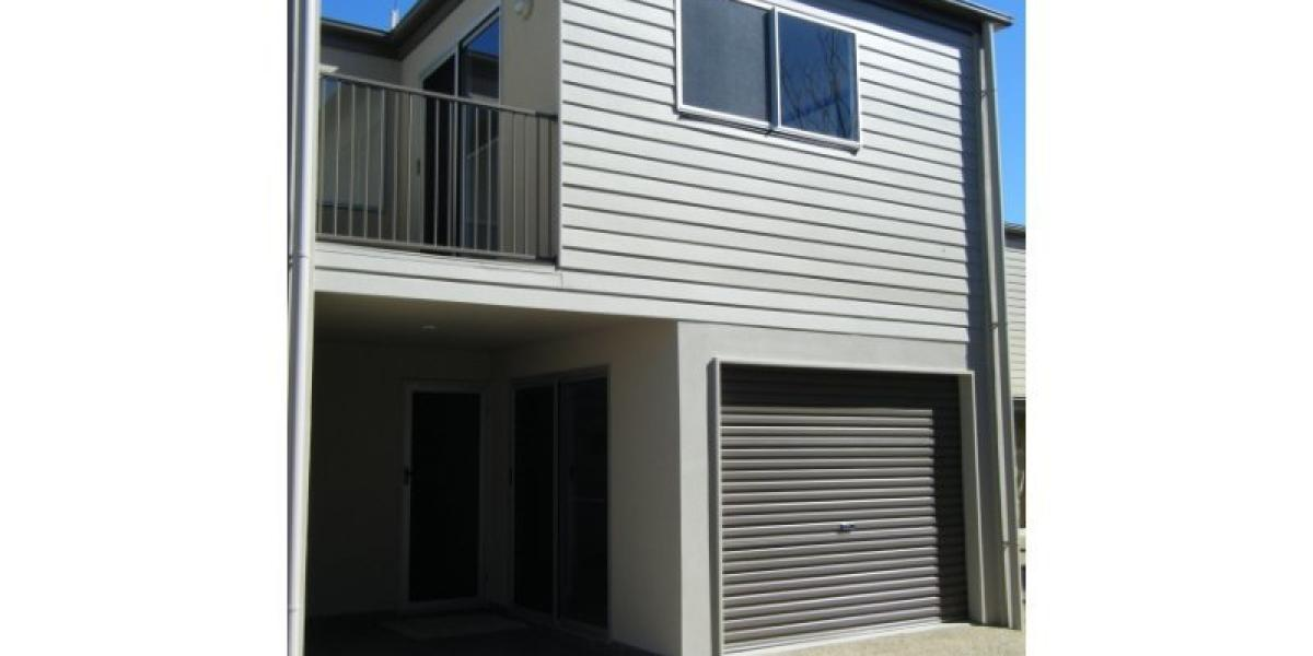 SPACIOUS 3 BEDROOM TOWN HOUSE IN QUIET COMPLEX