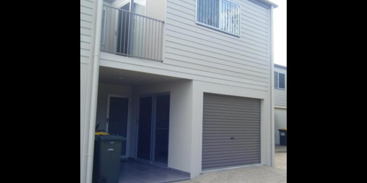 PRICE REDUCTION!!! STYLISH 3 BEDROOM TOWNHOUSE