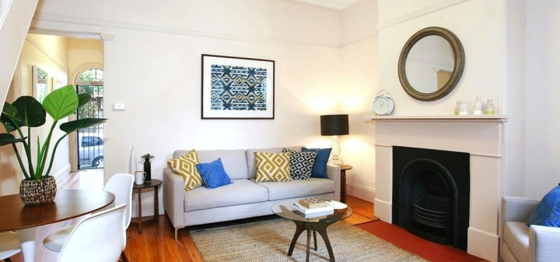 Elegant Dual Level Terrace In Desirable Location