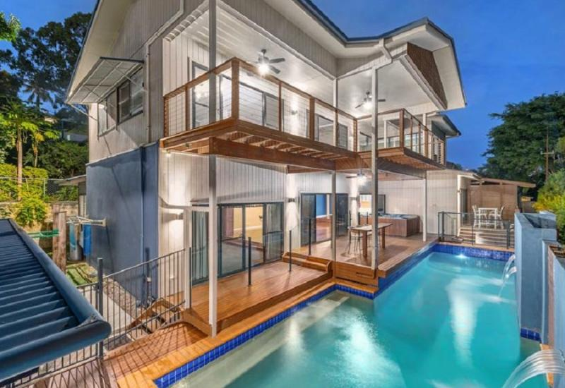 Large Contemporary Family Home on 974m2