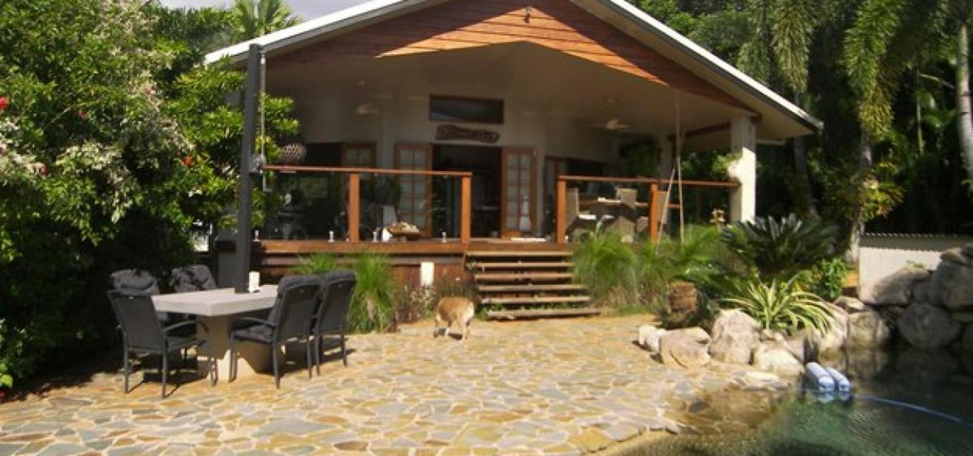GENEROUS RAINFOREST RETREAT AT THE BEACH