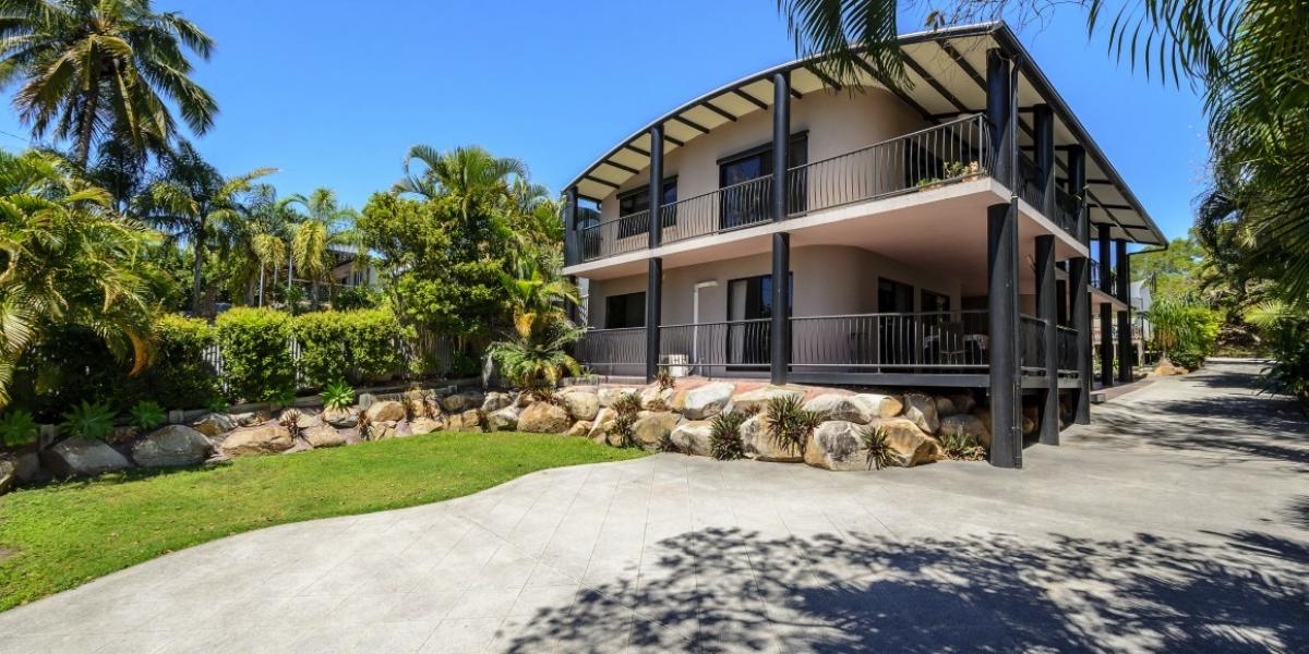 DUAL LIVING AT ITS BEST - FOUR BEDROOMS, THREE BATHROOMS, 3 MINUTES TO BEACH