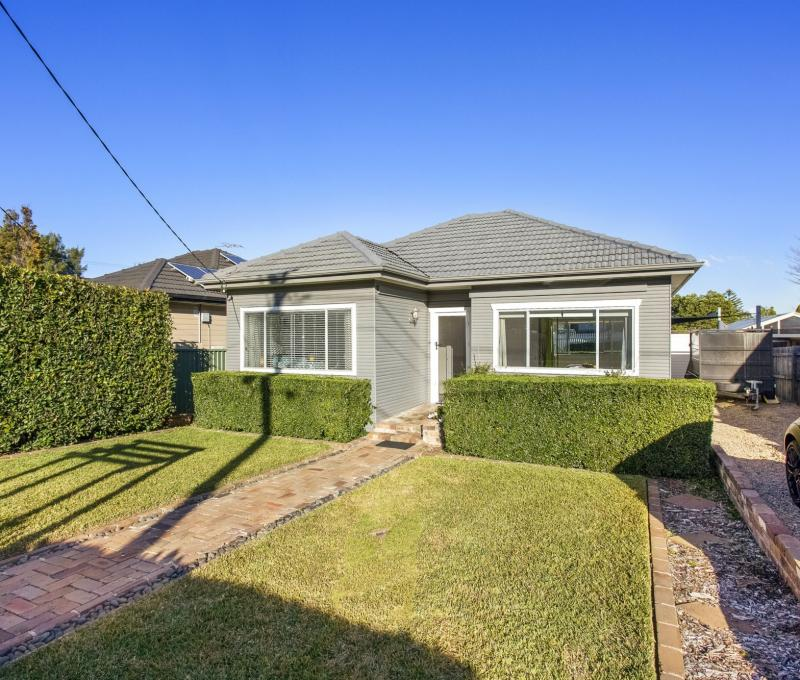 Renovated 3 Bedroom Family Home in Quiet Street.
