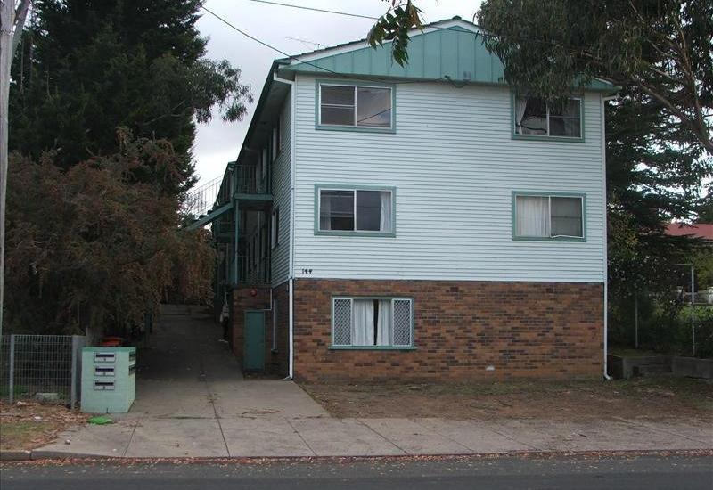PARTLY FURNISHED CLOSE TO TOWN